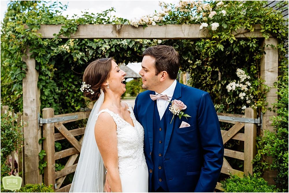 A beautiful Mythe Barn Wedding – Hannah and Kenny